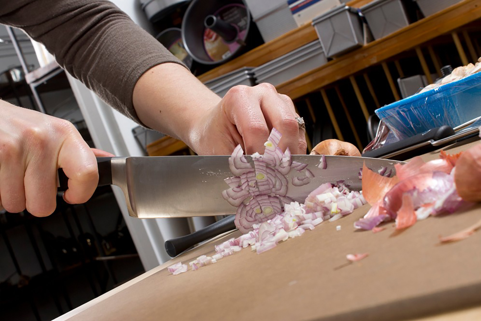 Friedr Dick Knife Cutting Shallots © Didriks - flickr.com (used under CC BY 2.0 – Unmodified)