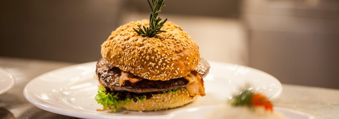 comfort food gourmet burger selbstgemacht excellence kochschulen. Black Bedroom Furniture Sets. Home Design Ideas